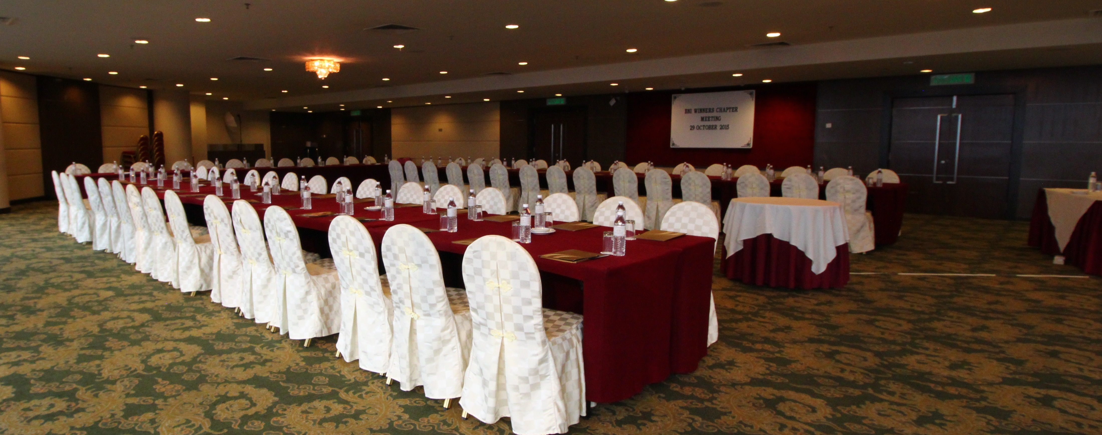 grand_paragon_hotel_classroom_-style-jpg
