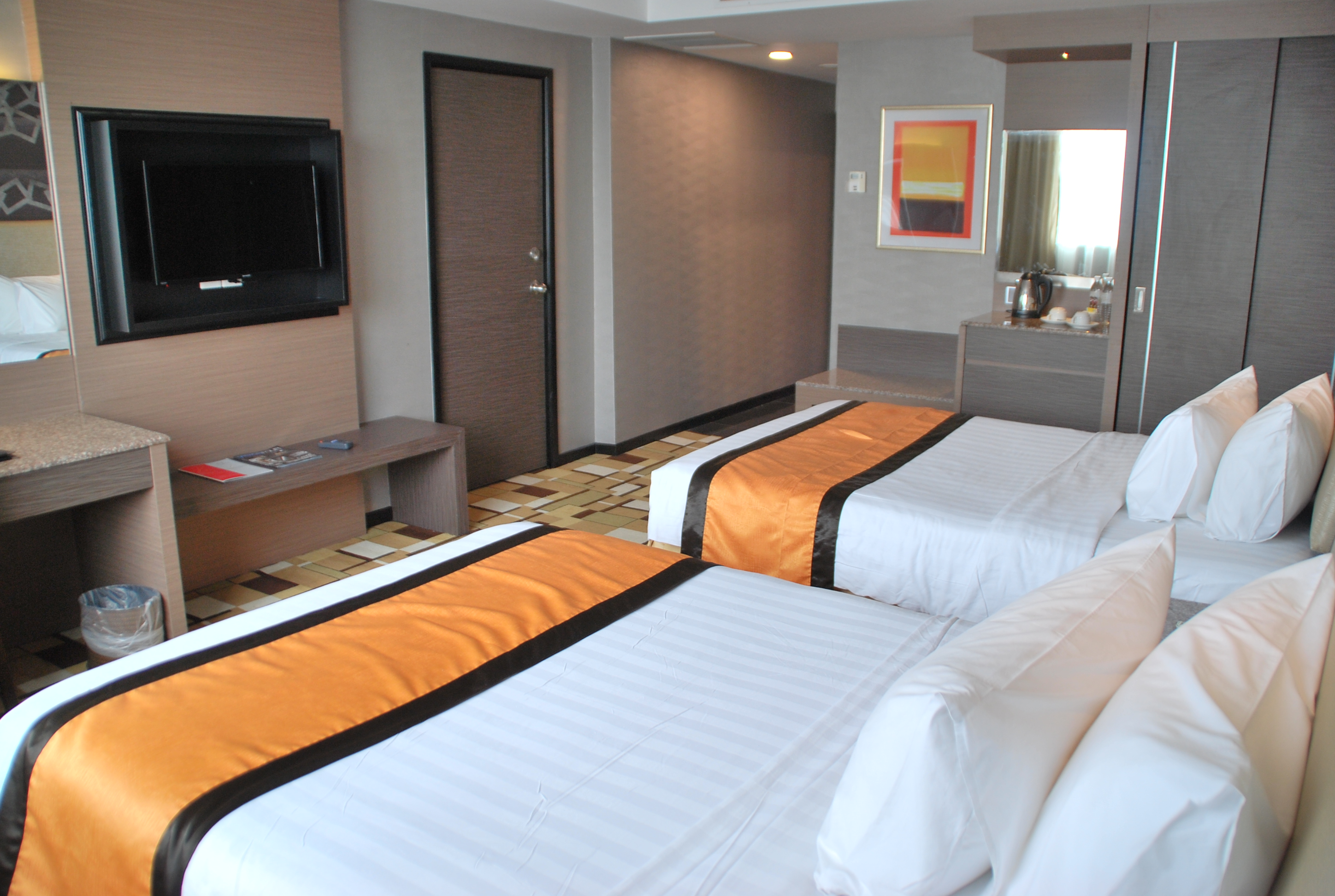 grand_paragon_hotel_deluxe_twin_room-jpg