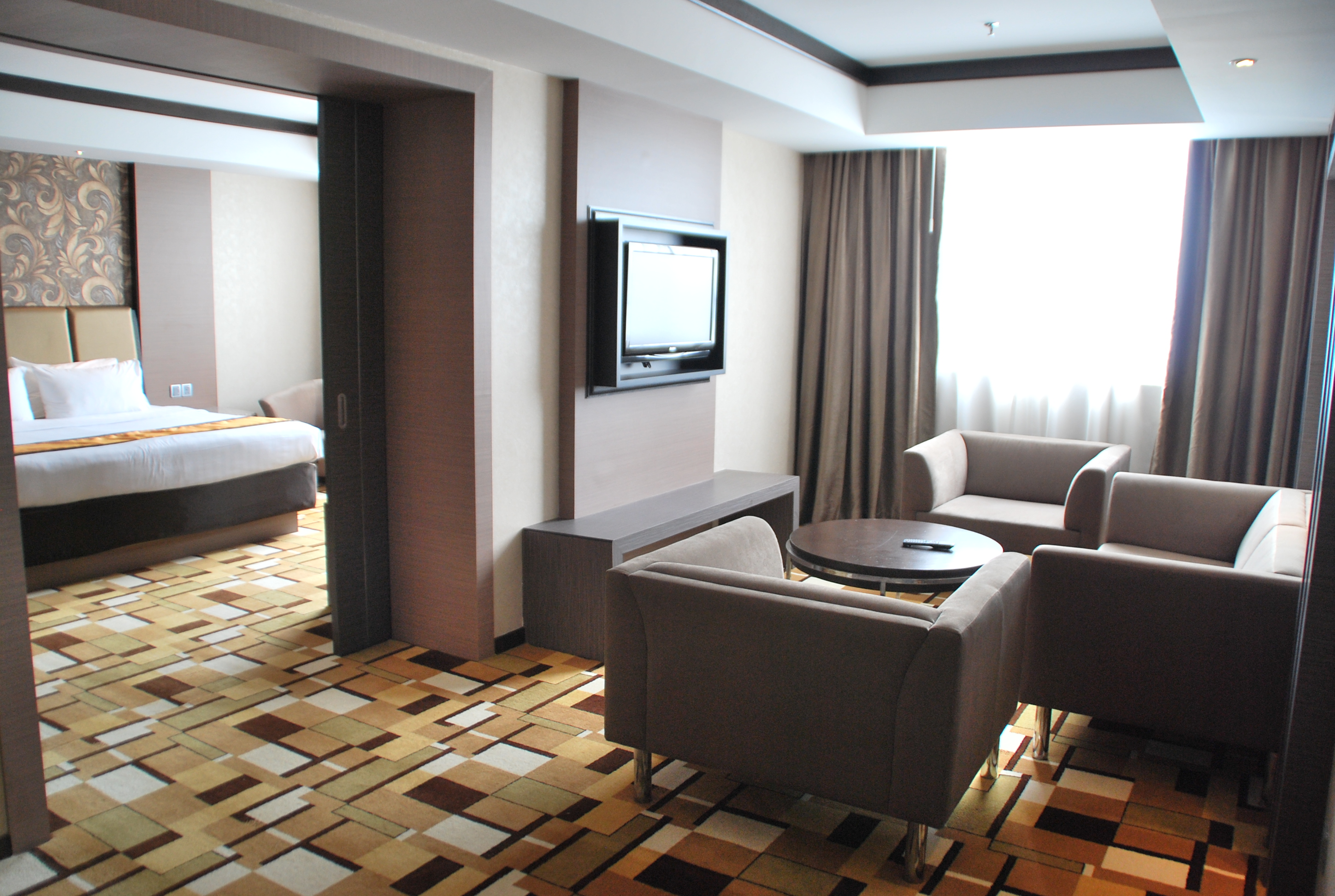 grand_paragon_hotel_junior_-suite_-living_-hall-jpg