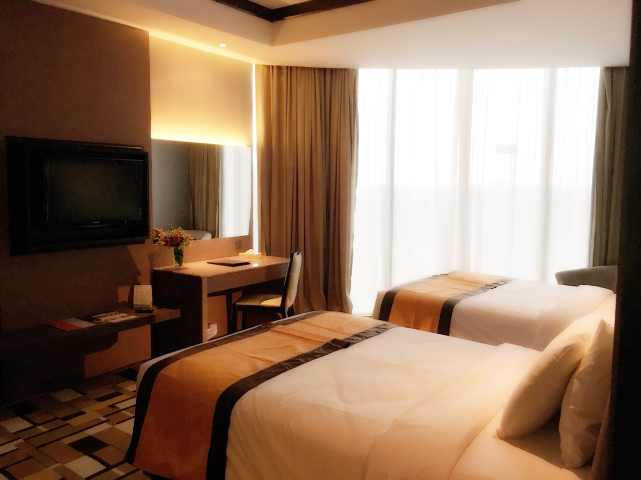 grand_paragon_hotel_family_suite_2nd-bedroom-jpg