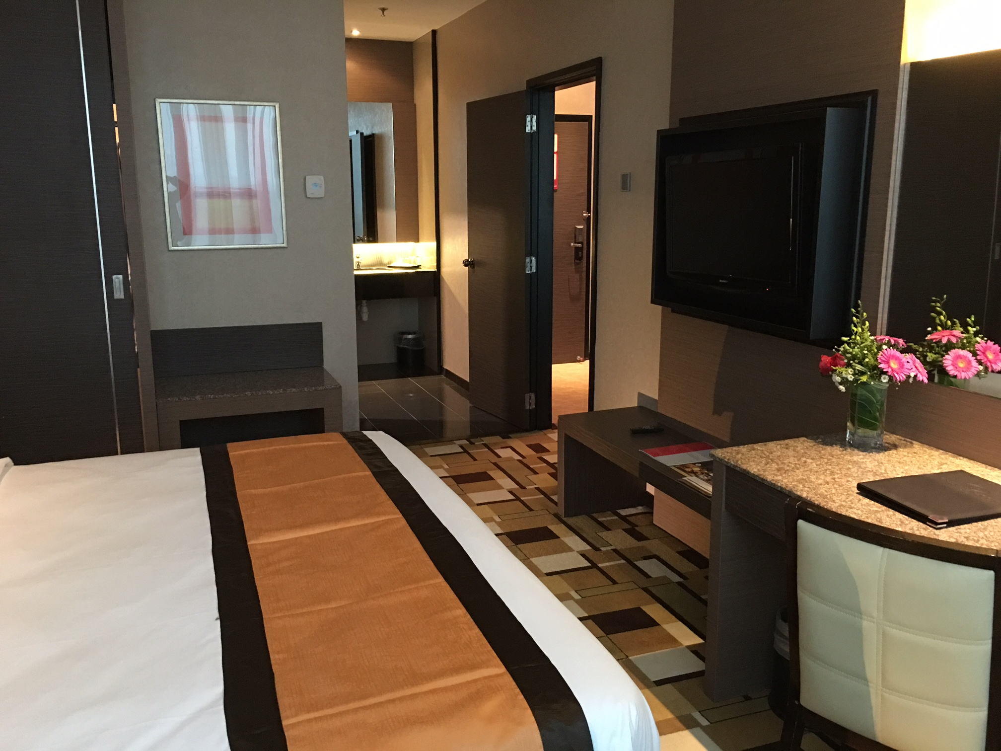 grand_paragon_hotel_family_suite_master_-bedroom-jpg